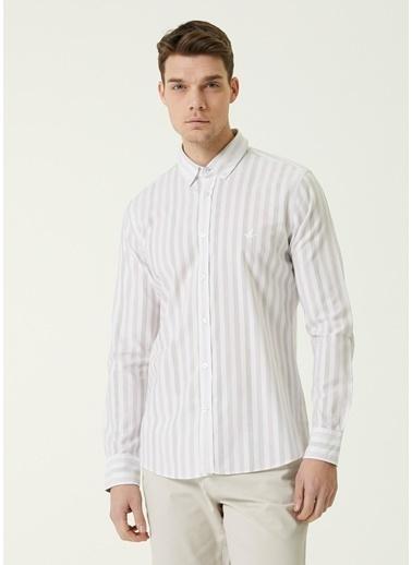 Beymen Club Beymen Club 101590271 Düğmeli Yaka Uzun Kol Slim Fit Düğme Kapatmalı Logo Işlemeli Köşeli Manşetli Çizgili  Lila Erkek Gömlek Beyaz